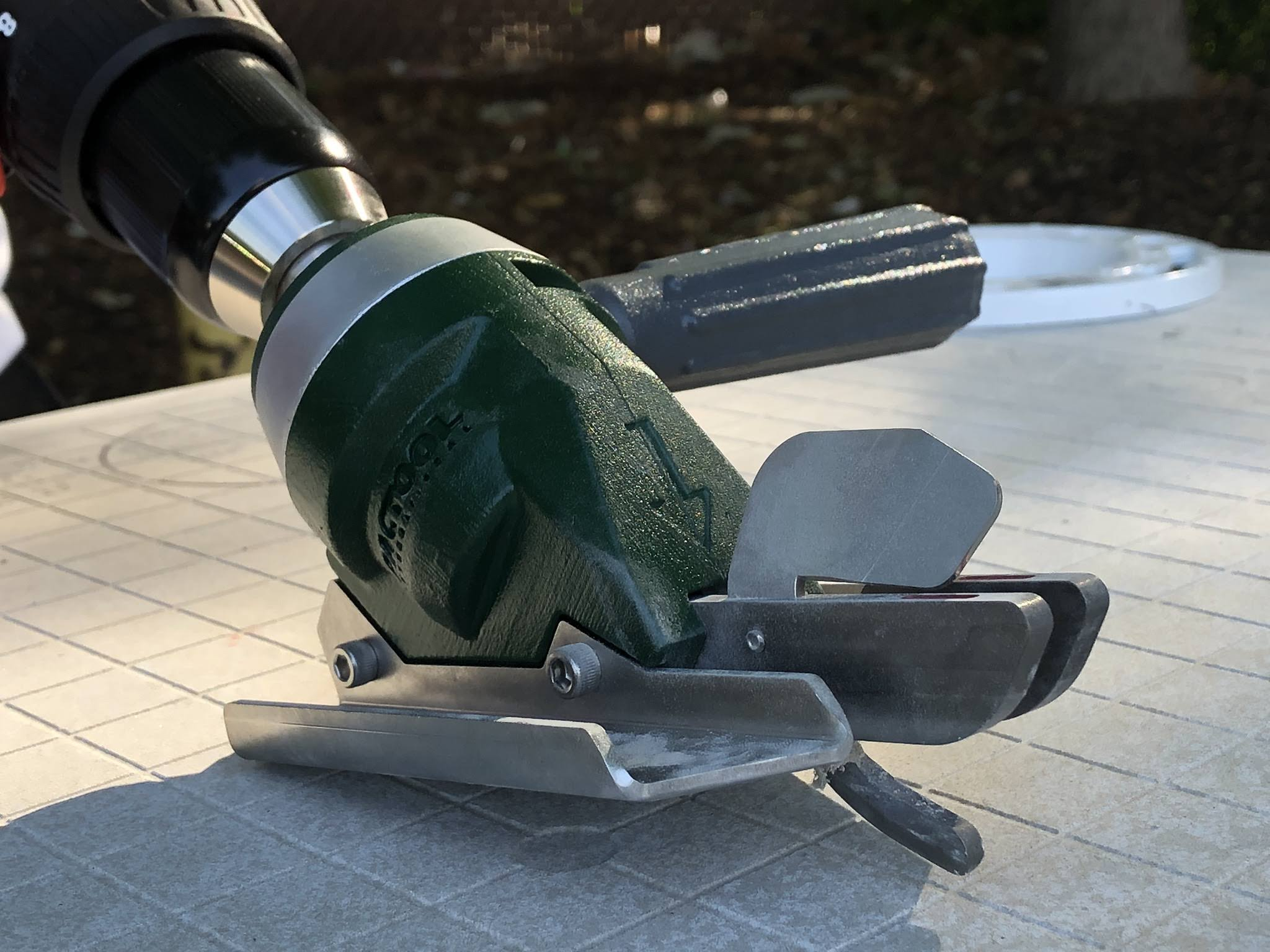 NEW Cordless Snapper Shear Pro™ For Curved/Circle Cuts